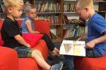 Groep 5 leest voor aan de kleuters 3