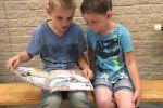Groep 5 leest voor aan de kleuters 2